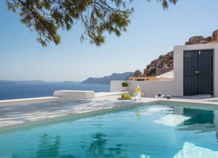 The Guide To Your Honeymoon In Santorini